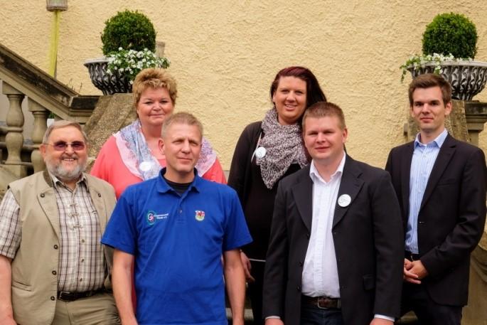 2. Reihe von links: Ursula Scherer(Beisitzerin), Sabrina Rome (Schriftführerin) 1. Reihe von links: Karl Bilek(Beisitzer), Frank Kuratle (1. Vorsitzender), Rene Batzer (2. Vorsitzender), Andre Batzer (Kassierer) (Bild:OGR)